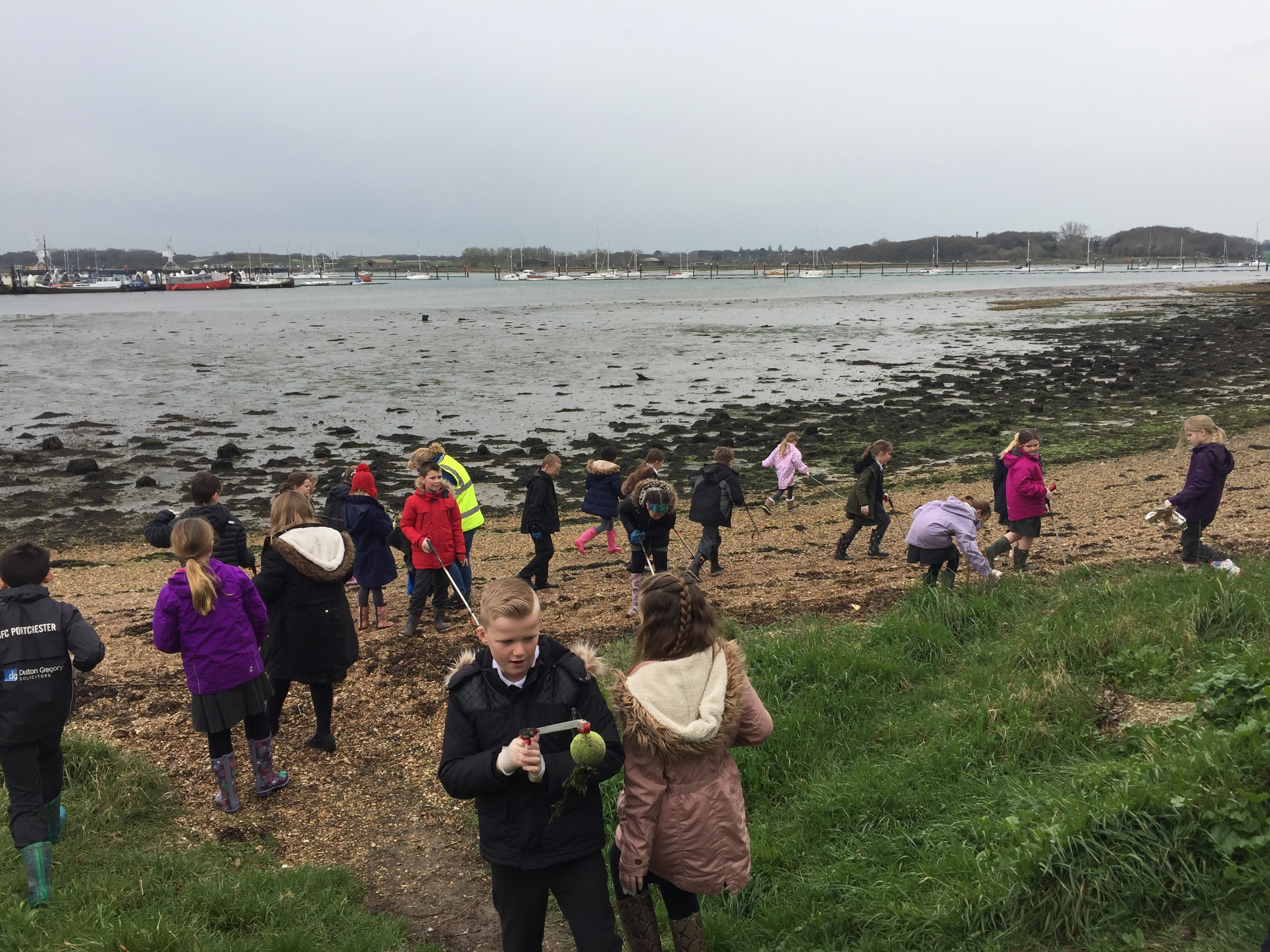 Wicor Primary School beach clean for Earth Hour