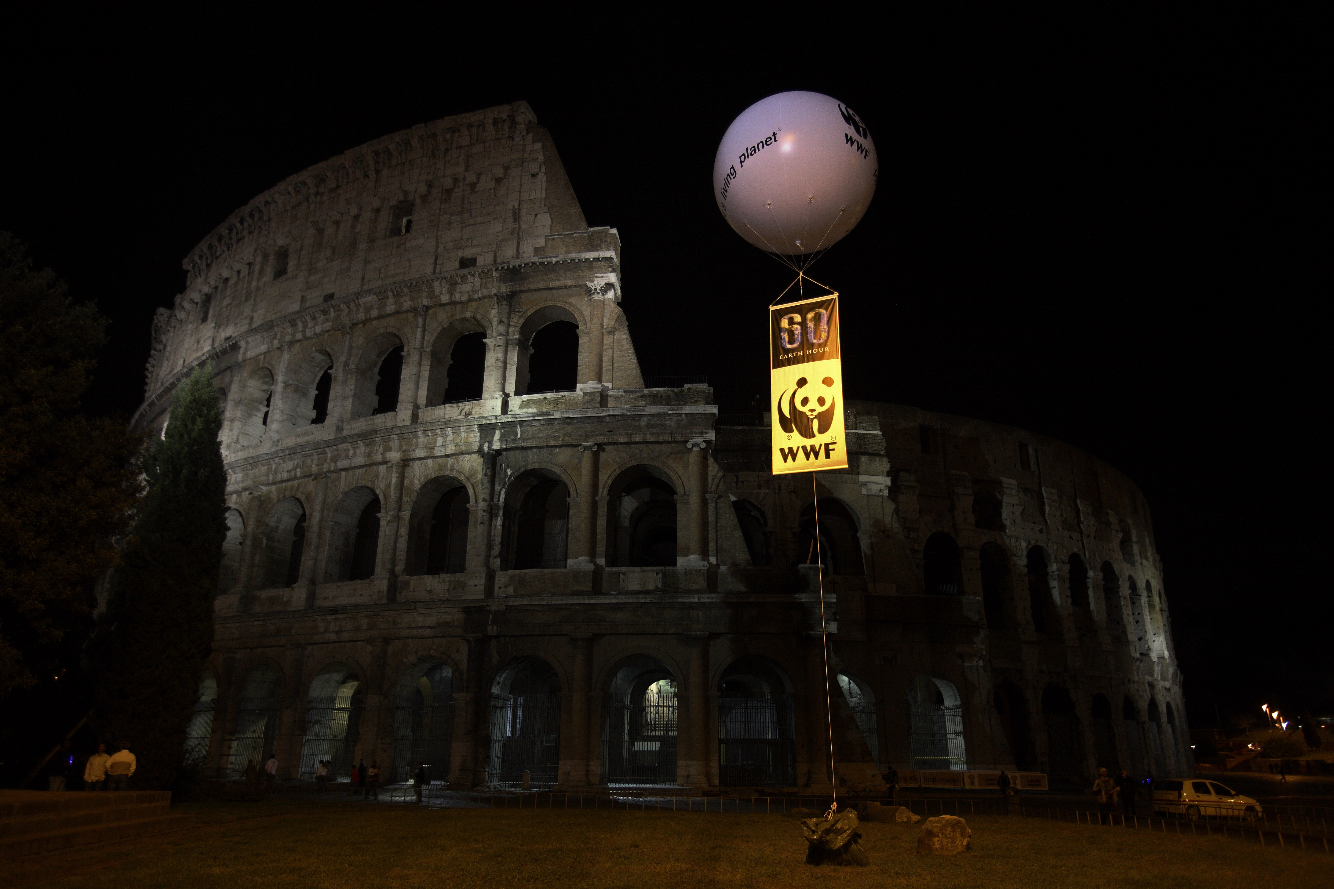 Colosseum in Rome goes dark for Earth Hour