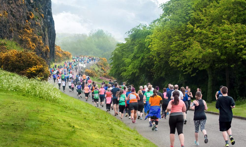 Runners in Edinburgh taking on beautiful park route