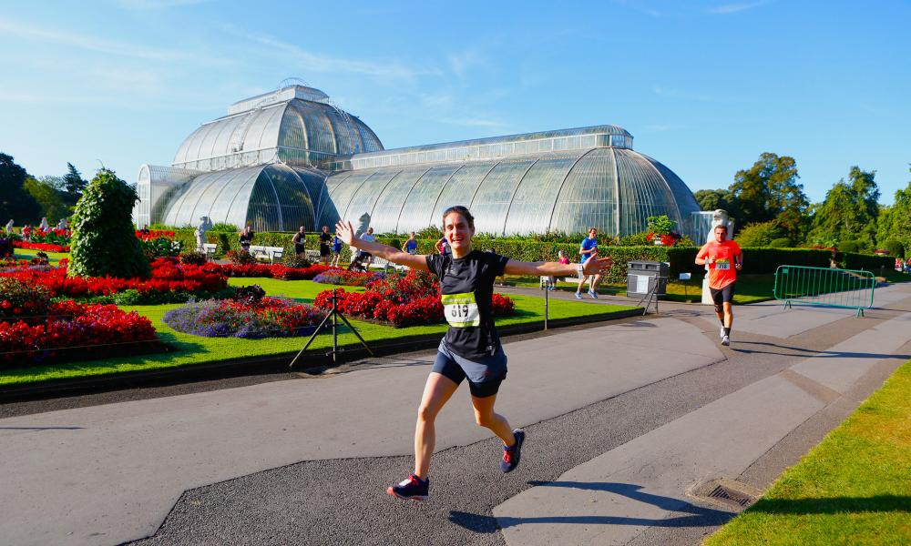 Kew10K runner in front of Palm House