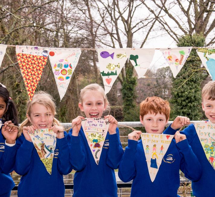 Local schools creating Earth Hour bunting © Richard Stonehouse / WWF