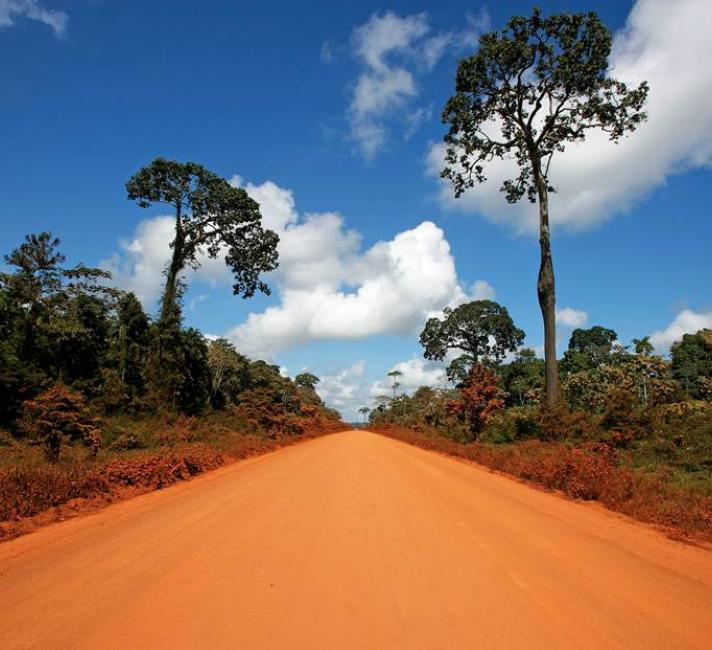 Red, dirt road leading to Puerto Maldonado, Madre de Dios, Peru. This road is the Interoceanica highway, going through Brazil and finishing at the Pacific coast in Peru. © Brent Stirton / Getty Images / WWF